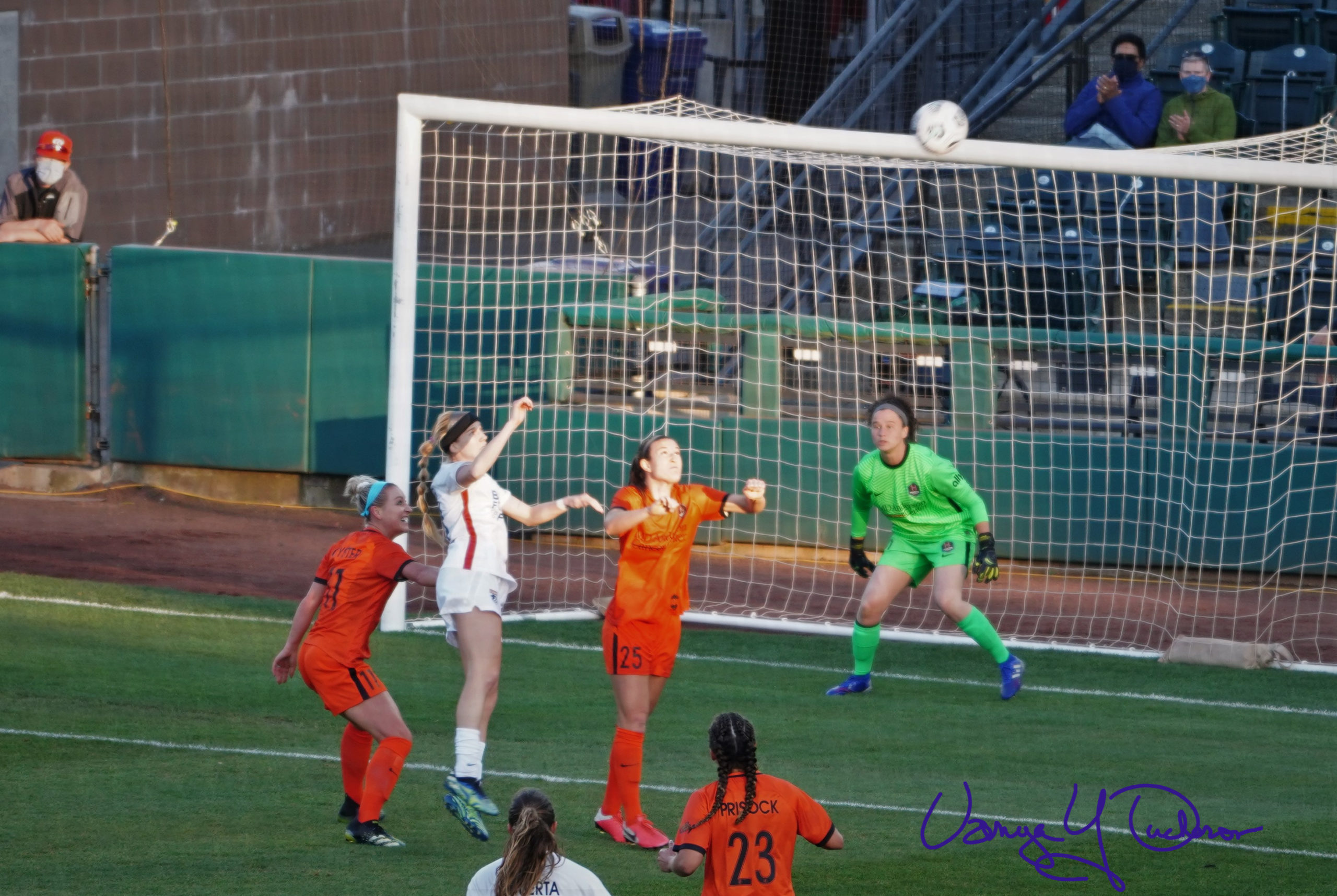 Bethany Balcer duels with Katie Naughton in front of the Dash goal - Copy